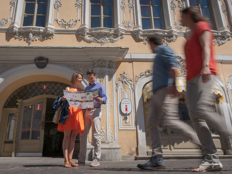 Würzburg Tourist Information Marktplatz c Denger Dietmar